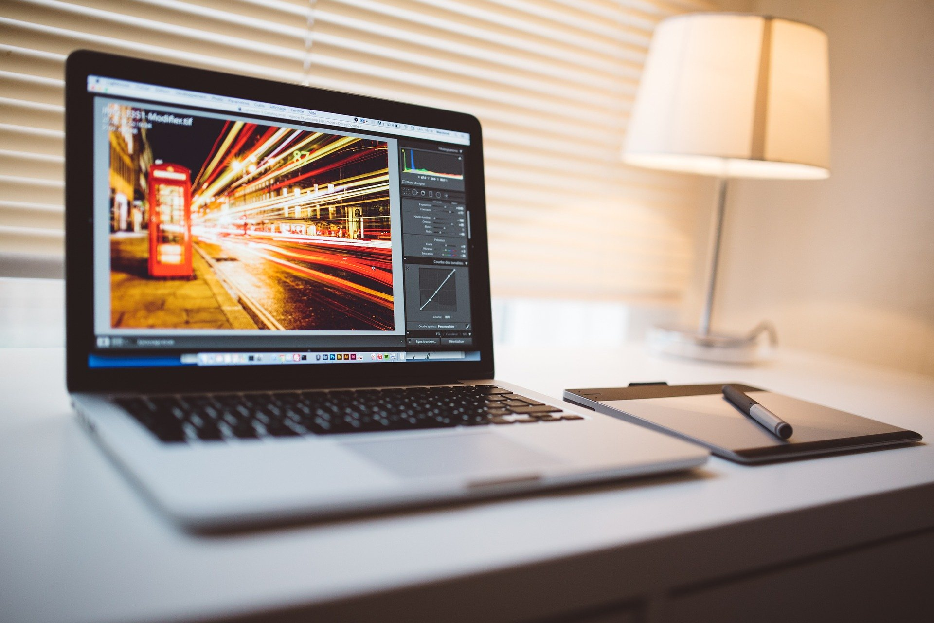副業初心者が動画編集で稼ぐ方法 案件の種類やおすすめのソフトも