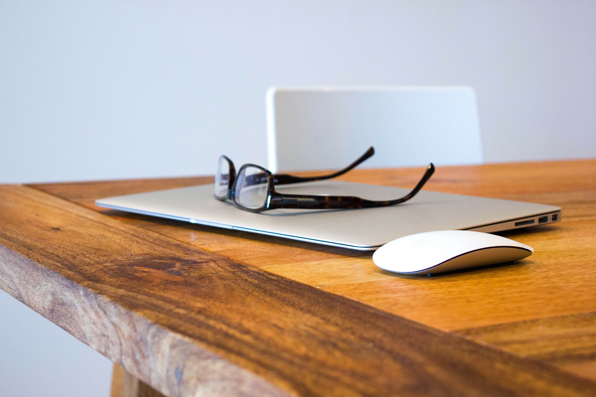 在宅でできる副業を10種類 副業する際の注意点もご紹介